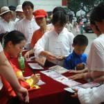 Master Wu autograhps vidoes and books for fans in Zhenzhou, China  in 2005.